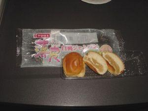 薄皮白桃ジャムパン